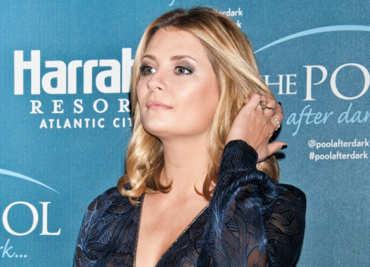 Mischa Barton - Hairstyle with loose curls