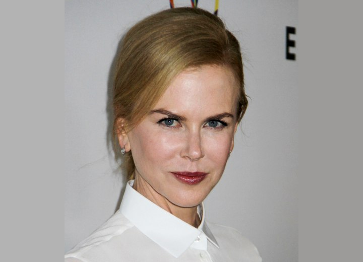 Nicole Kidman - Business-like look with a buttoned up blouse collar