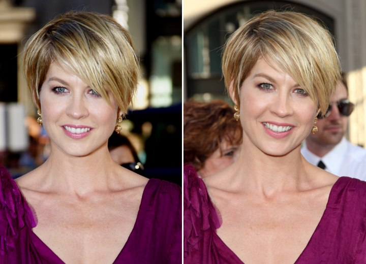 Jenna Elfman S Blonde Pixie Hairstyle With An Off Center