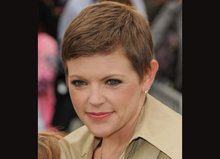 Natalie Maines Simple Pixie Hairstyle For Busy Moms