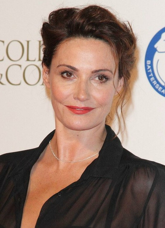Sarah Parish Curled Updo That Reveals The Collar Of Her