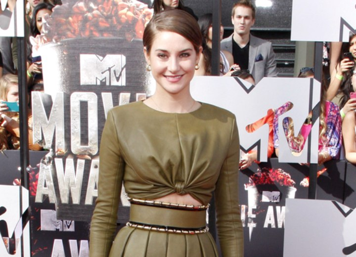 Shailene Woodley's look with short hair and leather