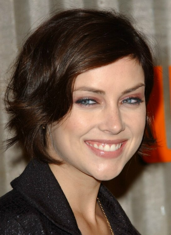 Jessica Stroup S Carefree Short Hairstyle And Low