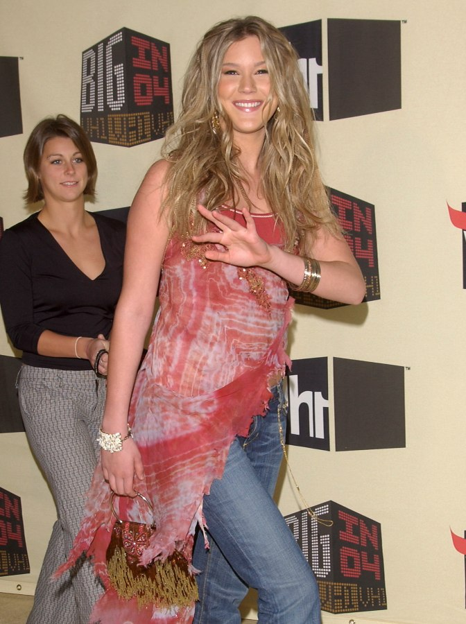 Joss Stone Wearing Her Blonde Hair Long With Curls And A Special
