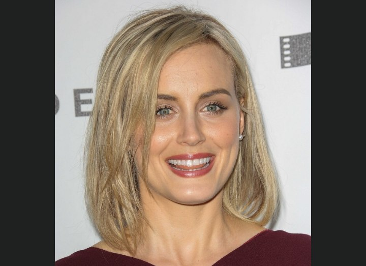 Taylor Schilling's hair with highlights and lowlights