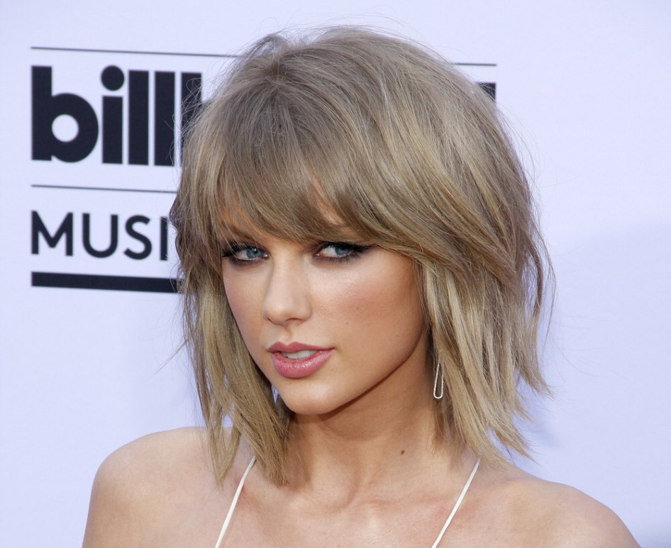 Taylor swift wearing a bob hairstyle