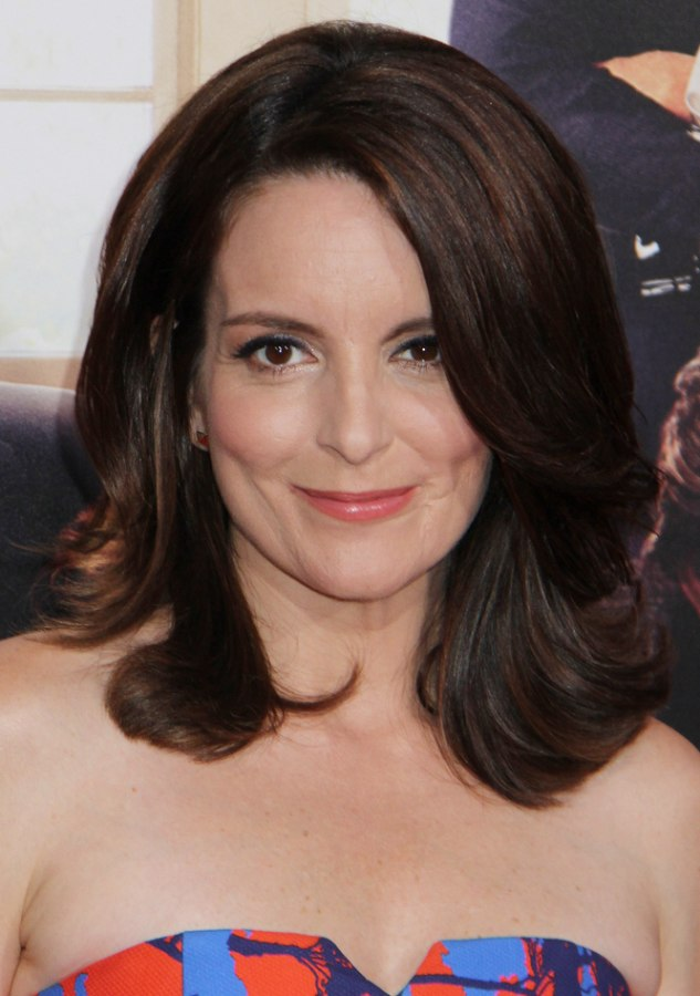 Tina Fey S Timeless Brunette Hair Style With An Off Center