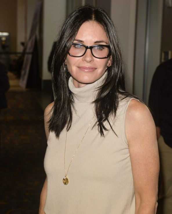 46a16142ac Courteney Cox hairstyle