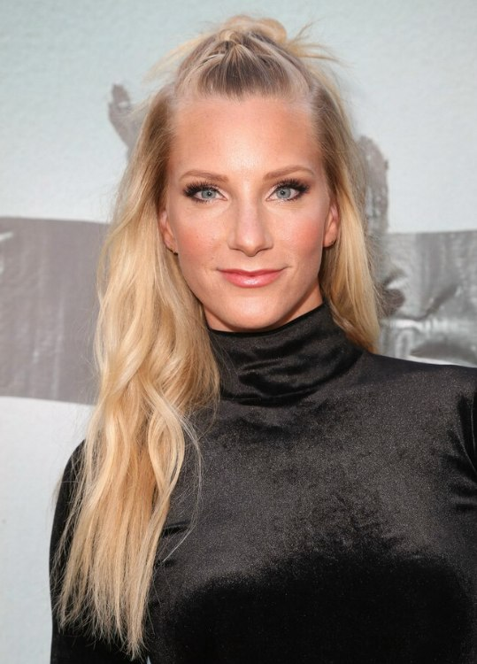 Heather Morris How To Make A Top Knot Hairdo