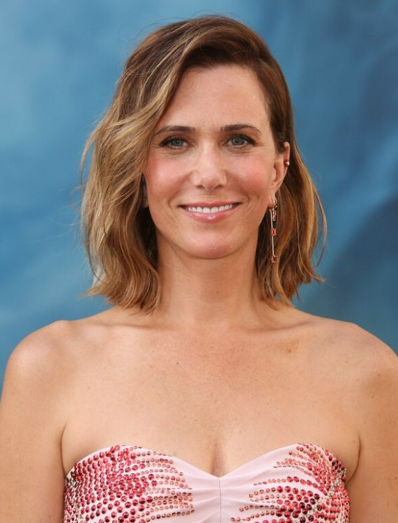 Kristen Wiig S Long Wavy Bob Or Wob Hairstyle With Ombr 233 Color