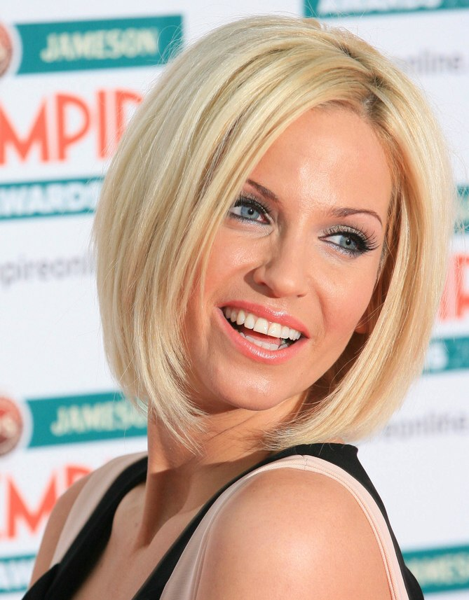 Sarah Harding Bob Haircut With Sides That Fall Under The Chin Line