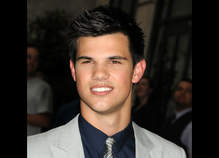 how to style hair like taylor lautner lautner with his hair cut around his ears 9138 | taylor lautner2