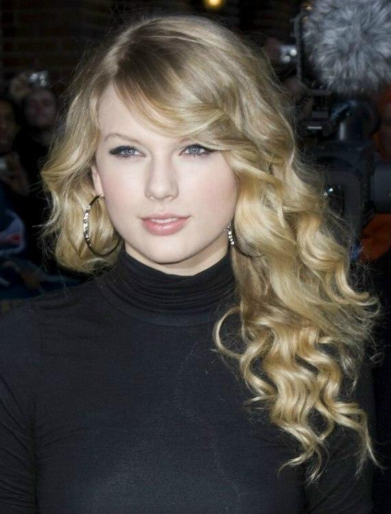 Curls That Dip Below The Shoulders For Andie Macdowell And