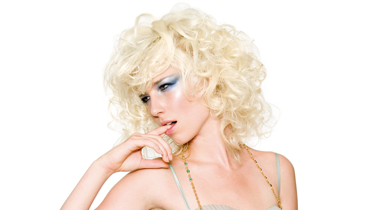 Marilyn Monroe Look Hairstyle With Soft And Sexy Curls