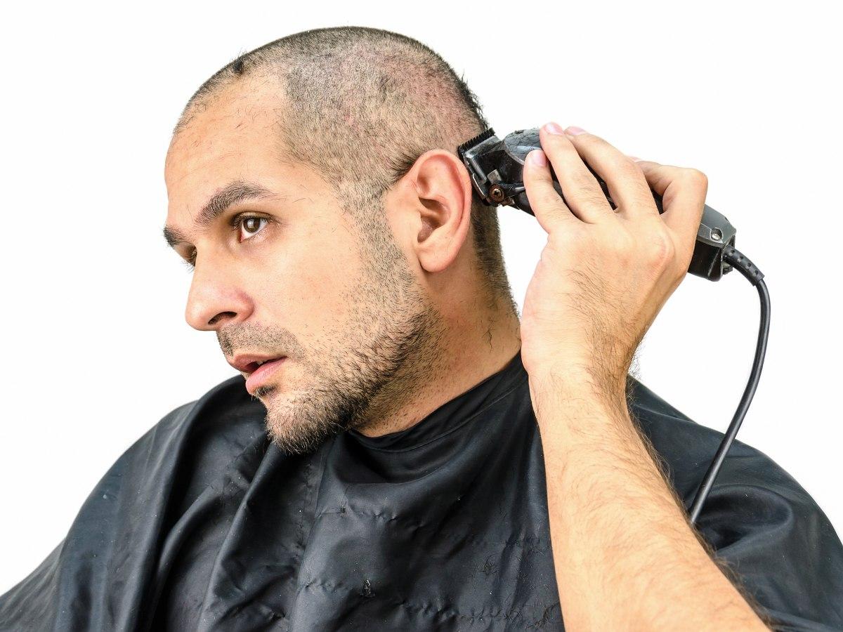 Das Rasieren des Kopfes und wie man eine Glatze pflegt
