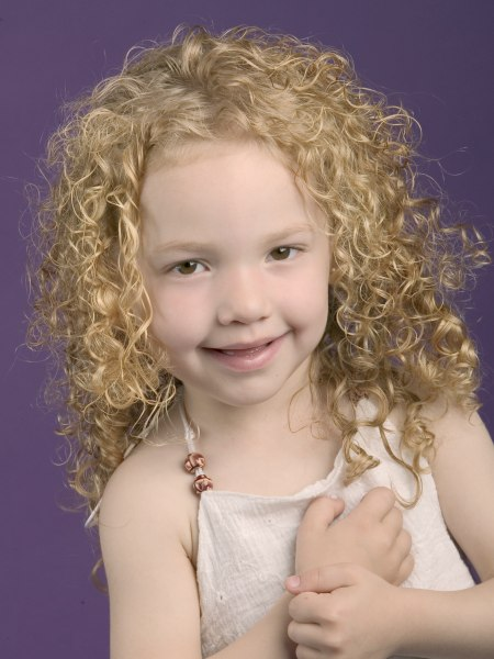 Spiral Locken für ein kleines Mädchen | Einfaches Styling