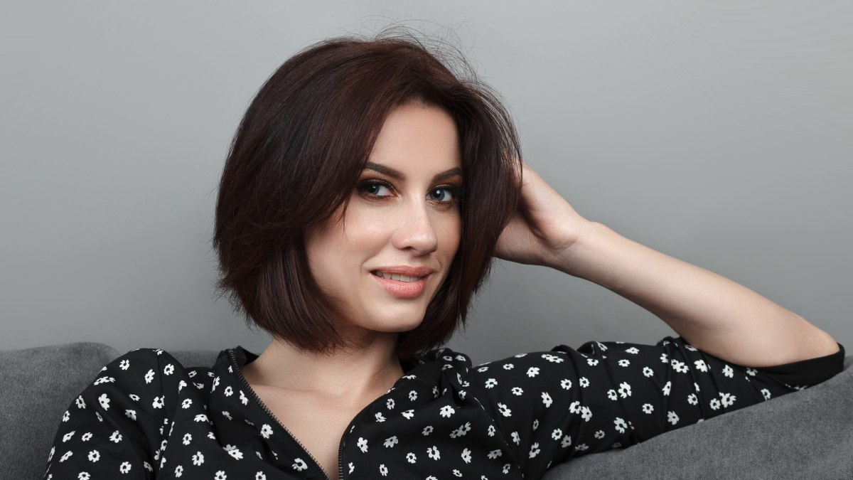 Short hairstyle for women with wide faces