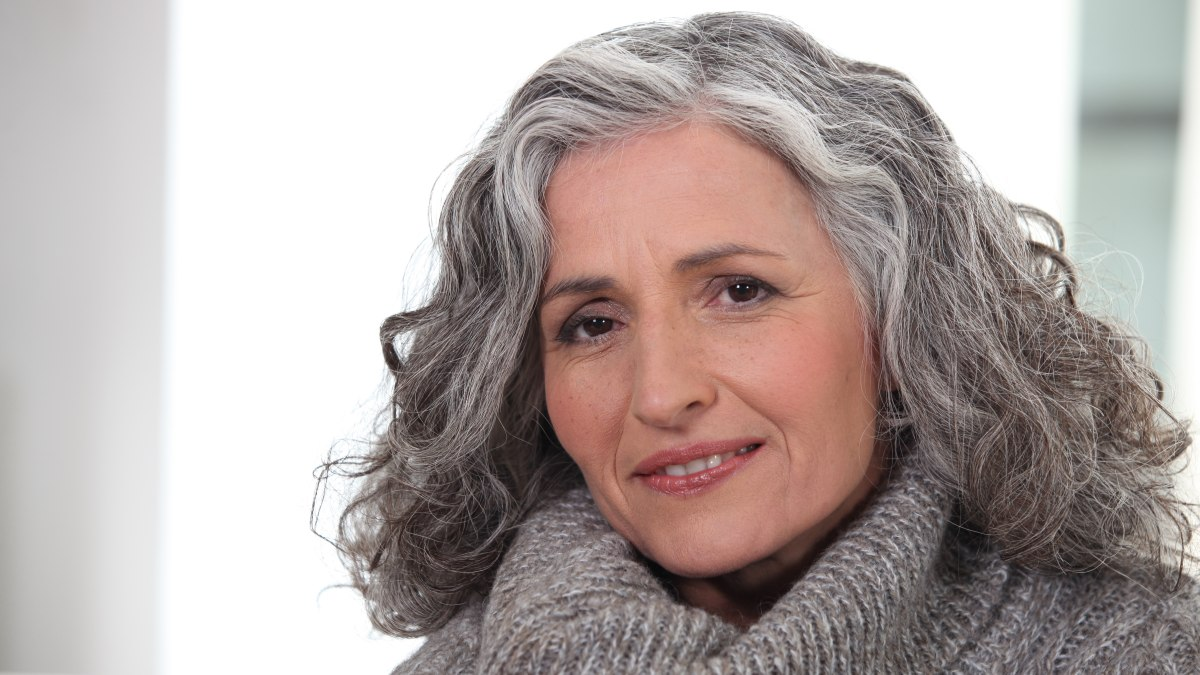 How To Lighten The Dark Parts Of Gray Hair