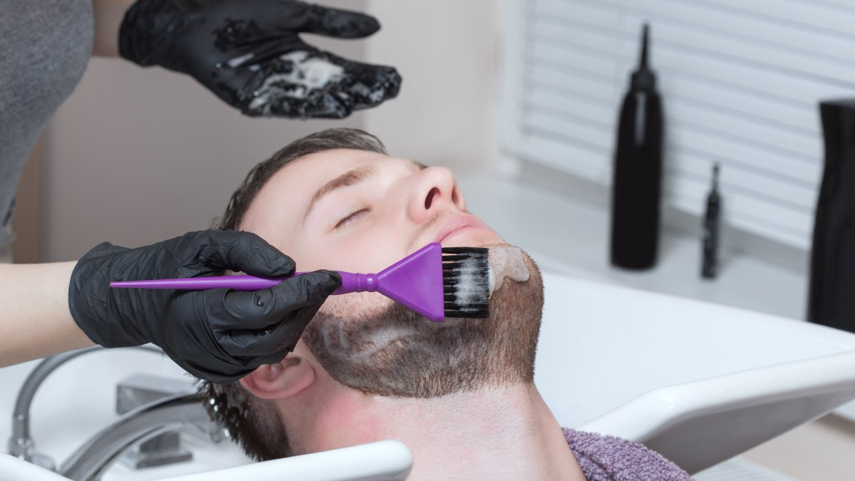 Problem when coloring a prematurely gray beard