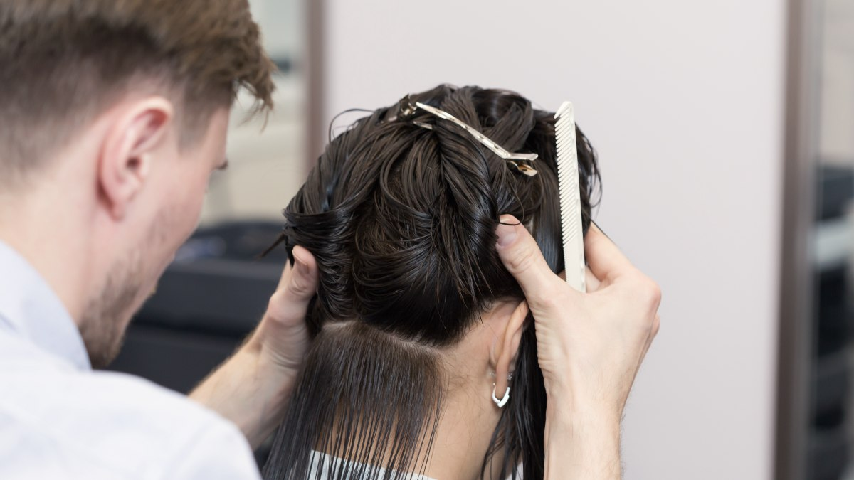 how to cut hair to make it curve under