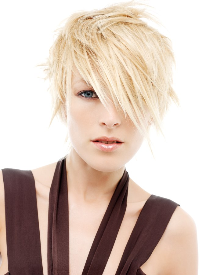 Short Carefree Hairstyle For Blonde Hair
