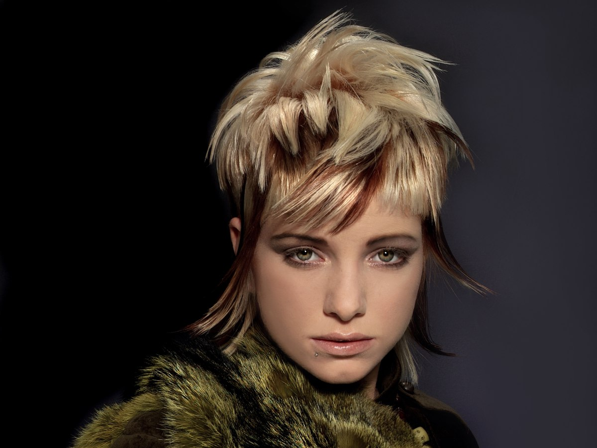 Strange Razor Cut Layered Hairstyle With Dual Hair Color Application Hairstyles For Women Draintrainus