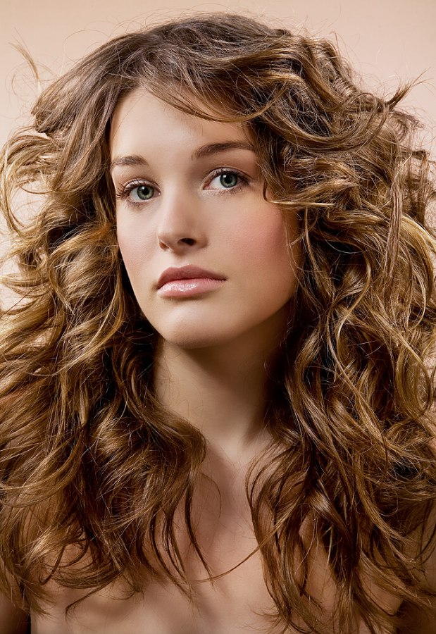 Long layered haircut with scrunching for wavy-haired types