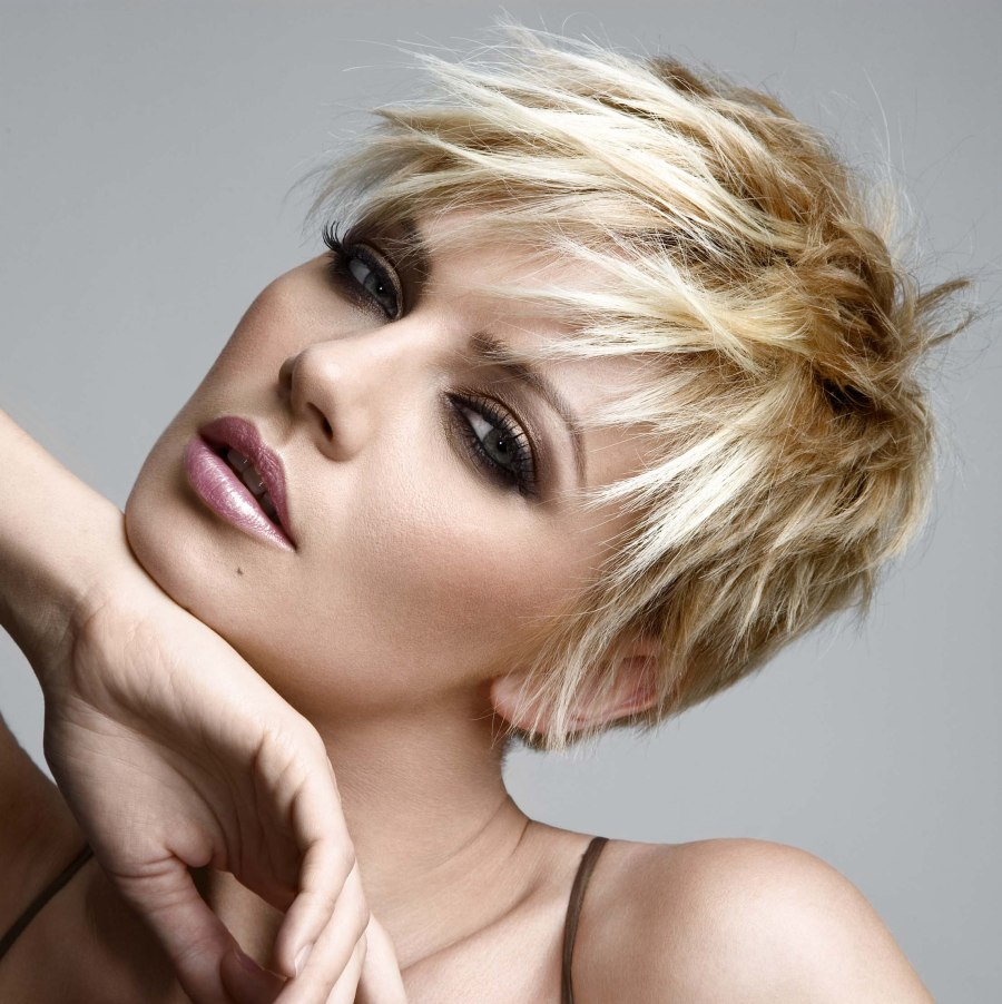 Pixie haircut with pointy texture and hair color transitions pixie haircut with hair color transitions winobraniefo Image collections