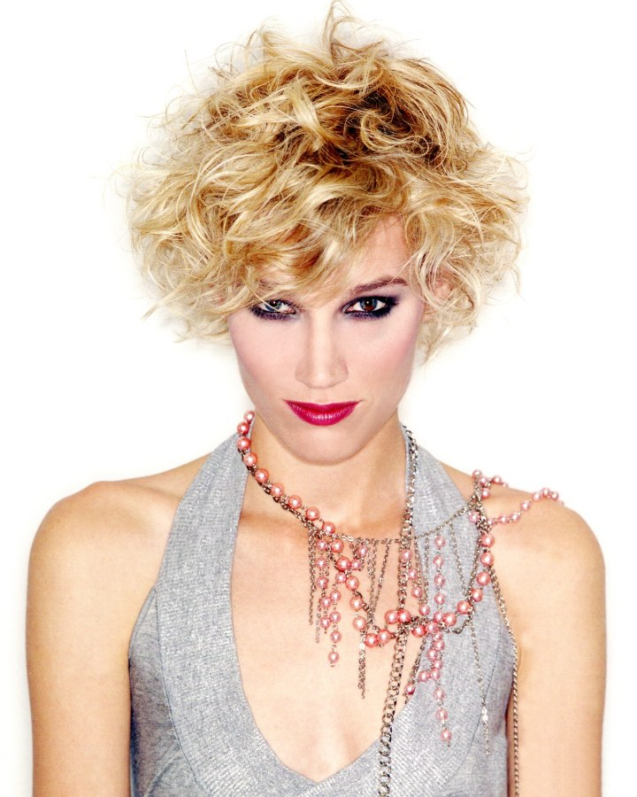 Wild Short Hairstyle With Fuzzy Fringes And Blonde Highlights