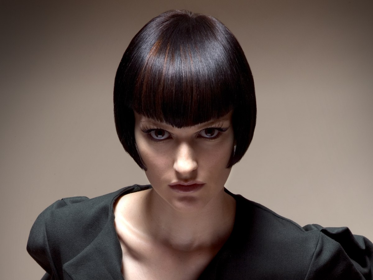 Short Sleek Bob Hairstyle With With Sides That Curve Inward