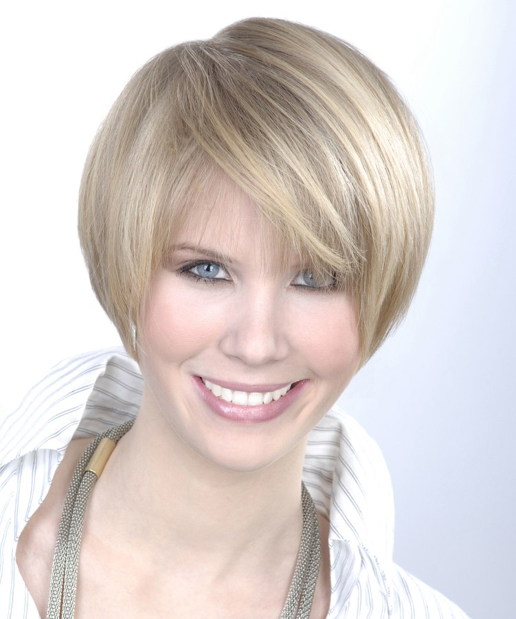 Practical short hairstyle round brush styling practical short round hairstyle winobraniefo Image collections