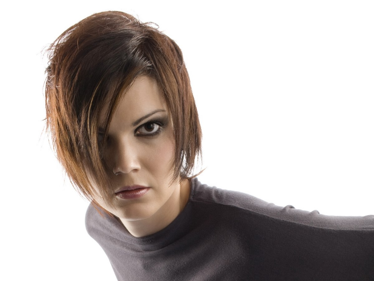 Classic Grunge Hairstyle Or Layered Short Swing Style
