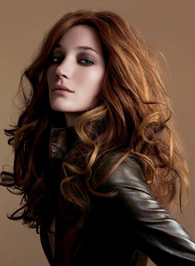 Sensual vintage look with long voluminous hair
