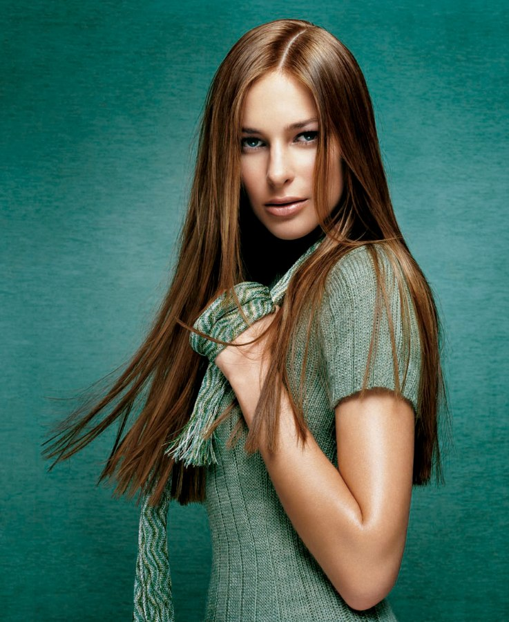 Long and very straight hair that looks healthy