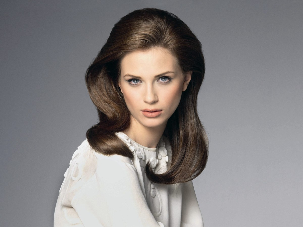 Hairstyle: Smooth Retro Hairstyle With Height On