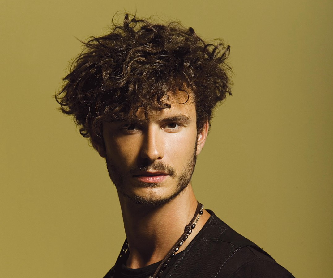 Men's hairstyle for those with very curly hair