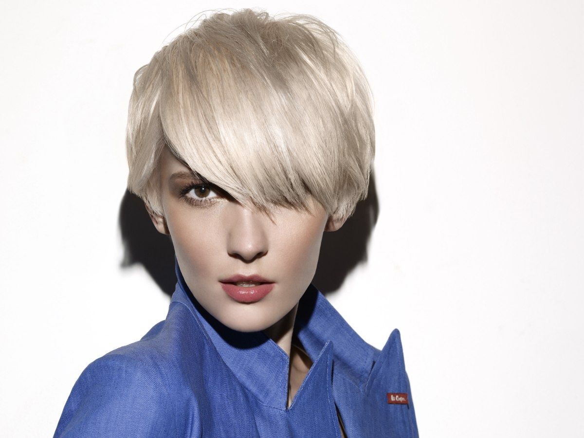 agyness deyn look   short mid-ear length hairstyle with thick layers