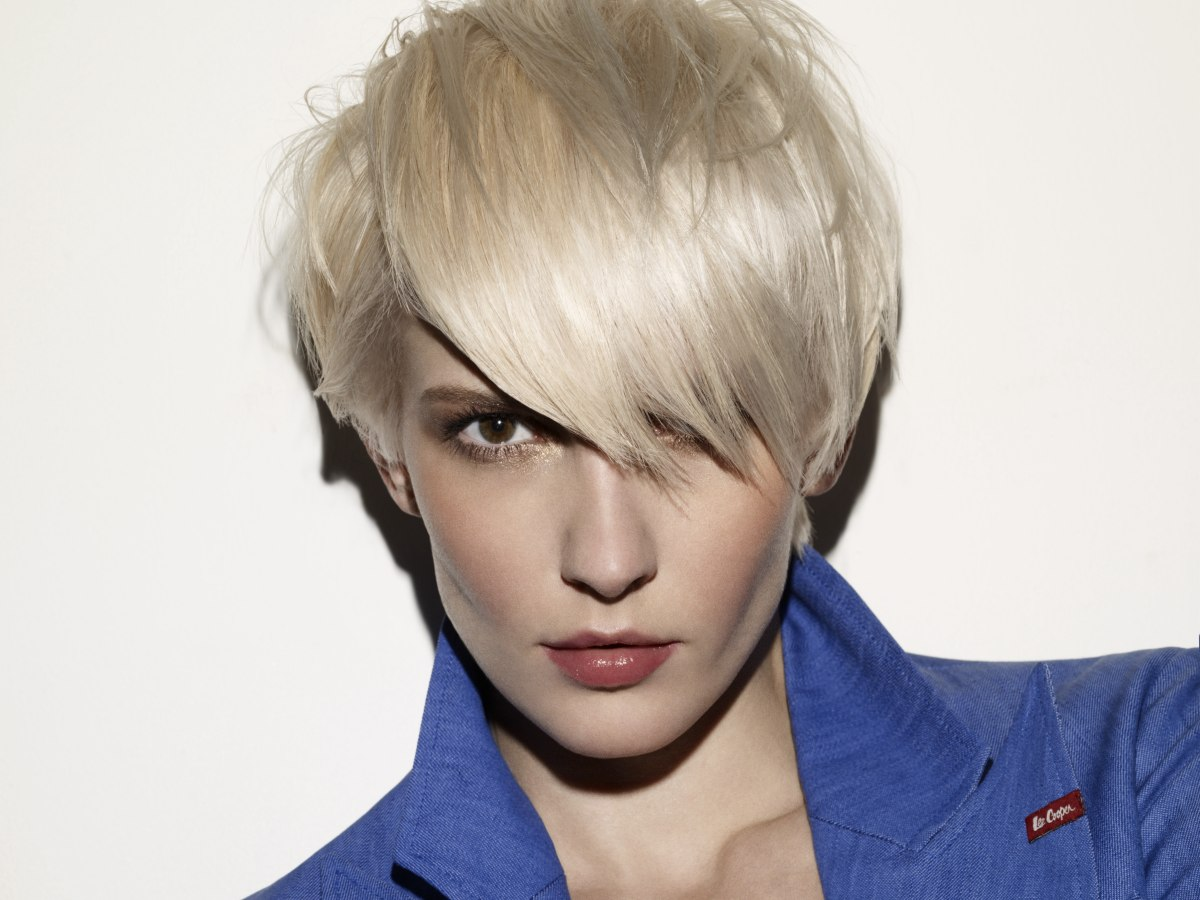 Admirable Agyness Deyn Look Short Mid Ear Length Hairstyle With Thick Layers Short Hairstyles For Black Women Fulllsitofus