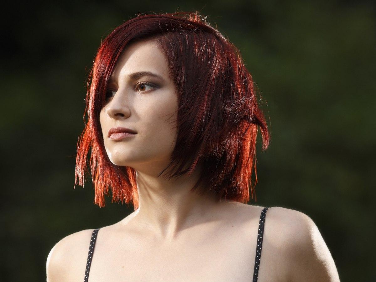 Choppy Medium Length Hairstyle For Red Hair