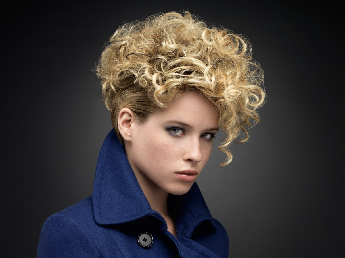 Enjoyable Short Blonde Hairstyle With Curls That Cover The Forehead Hairstyles For Women Draintrainus