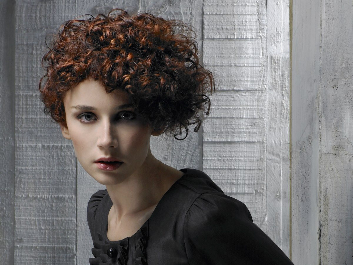 wedge haircut for curly hair naturally curly hair cut in a wedge shape to the 2953