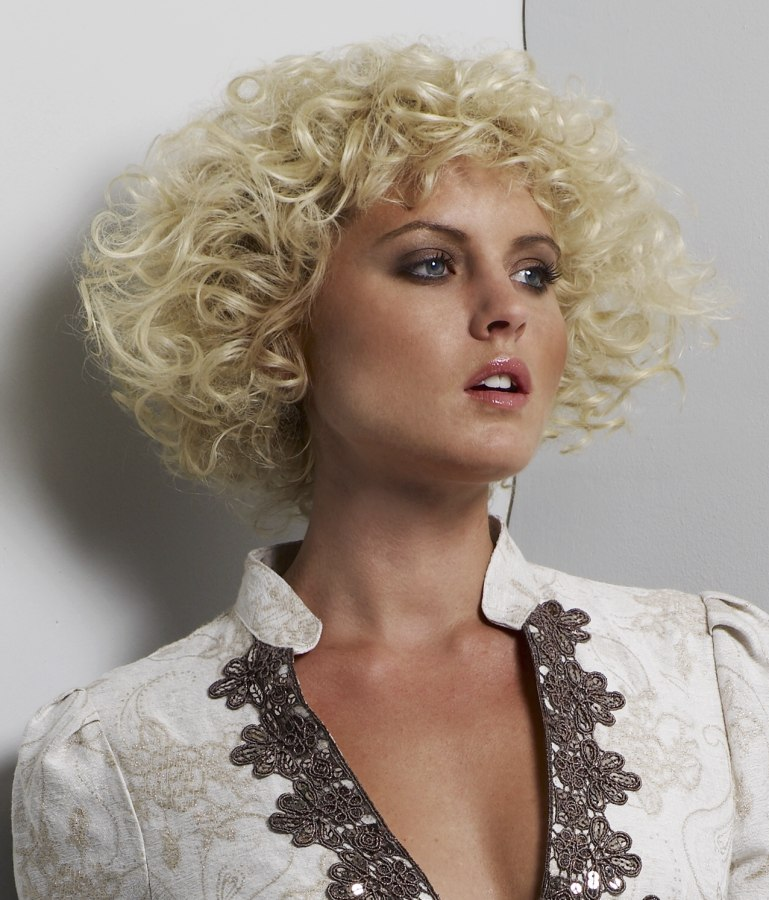 Short hairstyles for narrow face shapes and for rounded