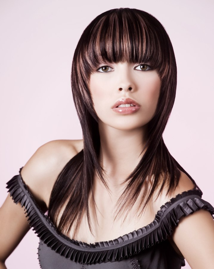 Long single-length haircut | Fringe cut horizontal with rounded corners
