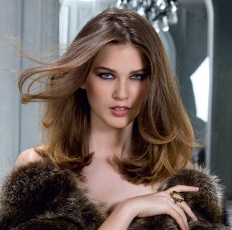 Simple one length hairstyle with flowing curves | Over the shoulder length hair