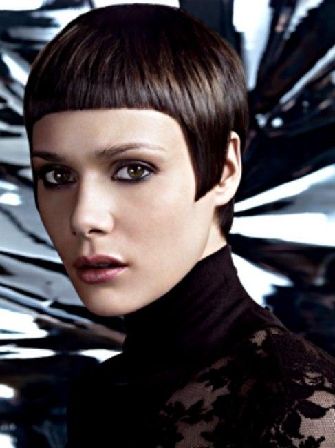 Short Hairstyle With A Horizontal Fringe And V Shape Nape