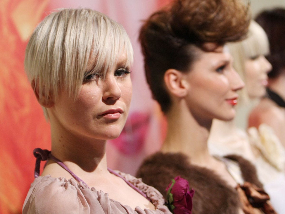 Flattering and gamine short hairstyle with short neck hairs flattering and gamine short hairstyle winobraniefo Image collections