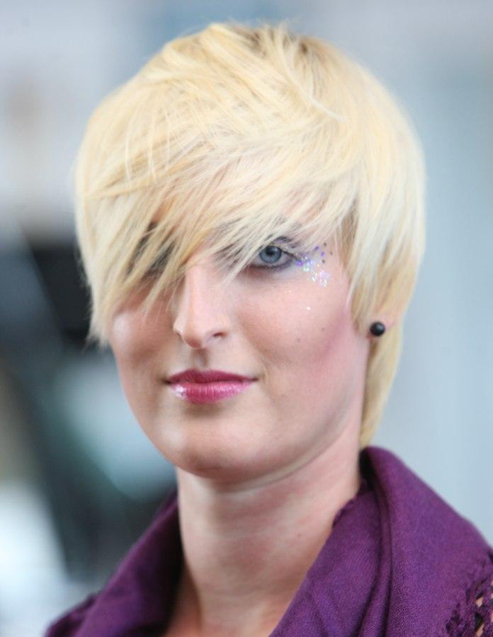 Light Blonde Hair For A Versatile Short Layered Haircut