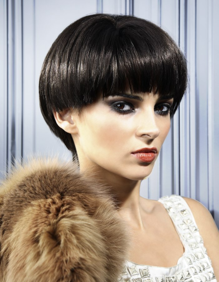 Nostalgic short hairstyle with a tapered back for a