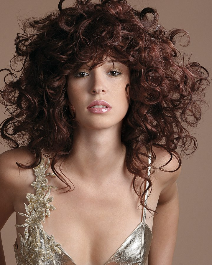 High-volume hairstyles with natural colors and full of energy