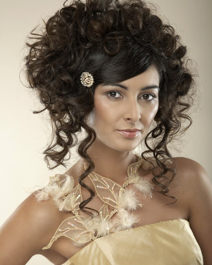 Wedding Hairstyle Ringlets: Bridal Hairstyle With High-volume Curls And Ringlets
